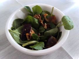 Spinach, watercress and rocket salad with figs and walnuts