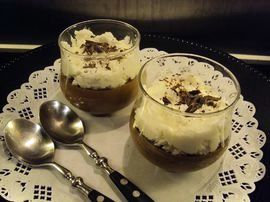 Chocolate mousse with coconuts