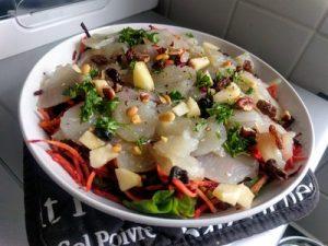 Salad with Jerusalem artichoke