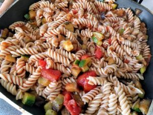 Brown rice pasta with courgette and eggplant 32